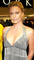 1250799514_charlize_theron_290x402