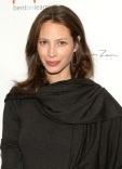 1250801689_christy_turlington_290x402