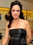 1251211145_mary-louise_parker_290x402