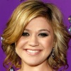 1251310820kelly_clarkson_290x206
