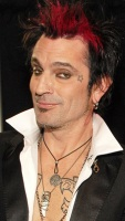 1251396238_tommy_lee_290x402
