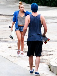 1342191698_miley-cyrus-liam-hemsworth-inline