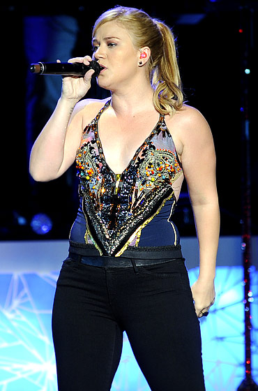 Kelly Clarkson's Body Through the Years - Us Weekly