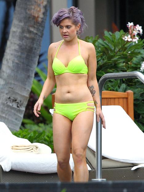 kelly-osbourne-bikini-shoot-naked-white-girl-out-side