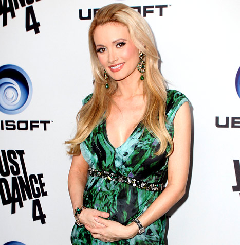 1354633518_holly-madison-article