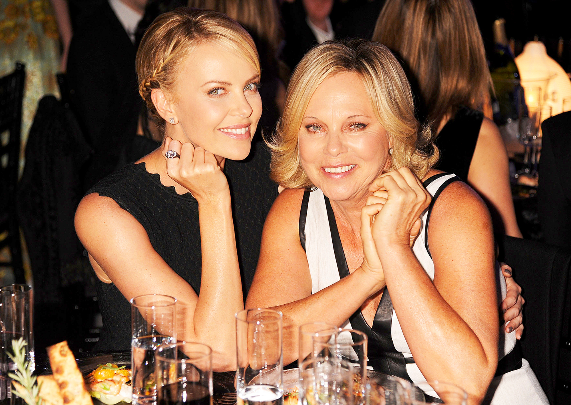 Who is charlize theron dating from modern family 5