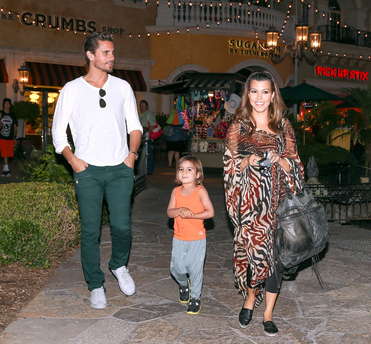 Kourtney Kardashian Gets Dinner After Kim Leaves Hospital With North