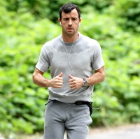1372356787_justin-theroux-zoom