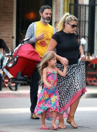 Busy Philipps shows off her post-baby body and daughter Cricket.