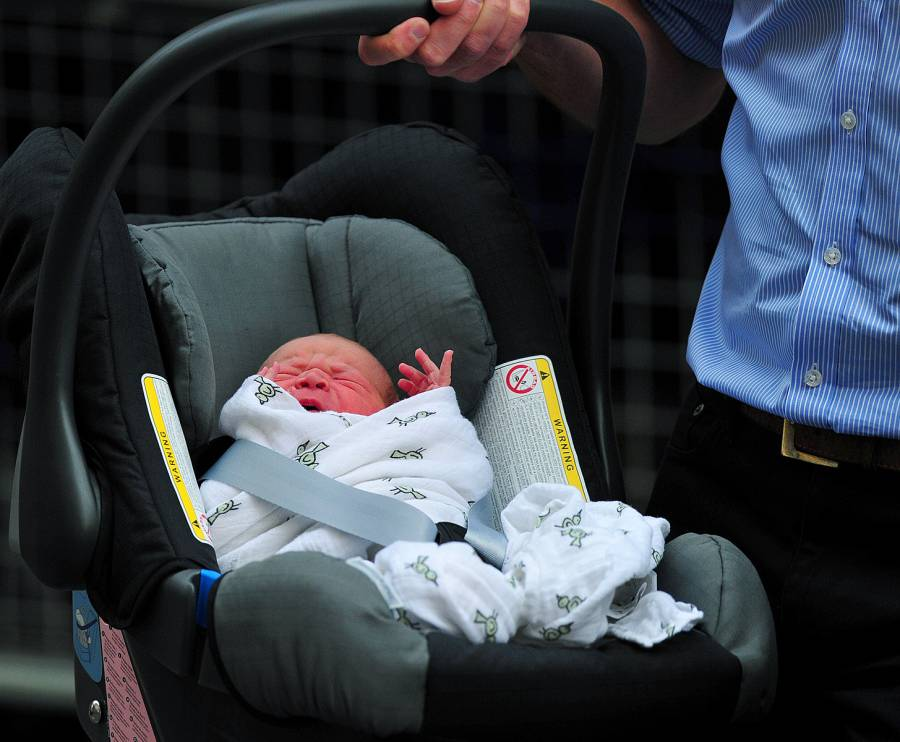 1374608426_kate-middleton-prince-william-baby-8-zoom