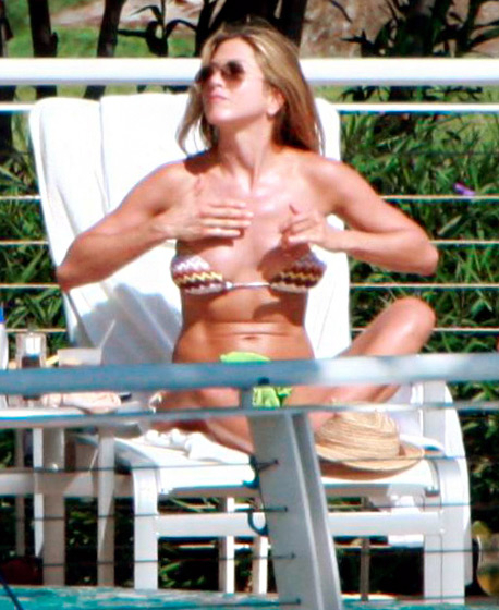 Bod Aniston's Ages Jennifer Through The Bikini QCxthrsd