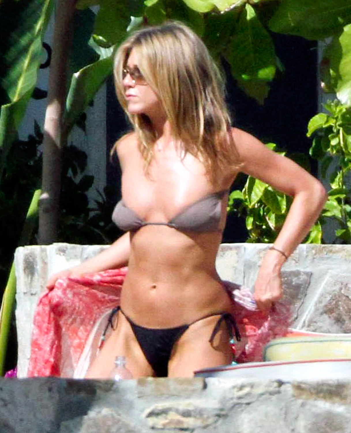 Jennifer aniston pink bikini