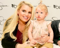 1379070727_164382302_jessica-simpson-maxwell-zoom