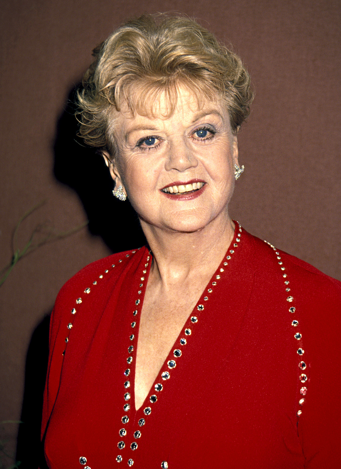 Following successful Tony Awards hosting stints, Murder She Wrote 's legendary leading lady took the lead during the 1993 Emmys.