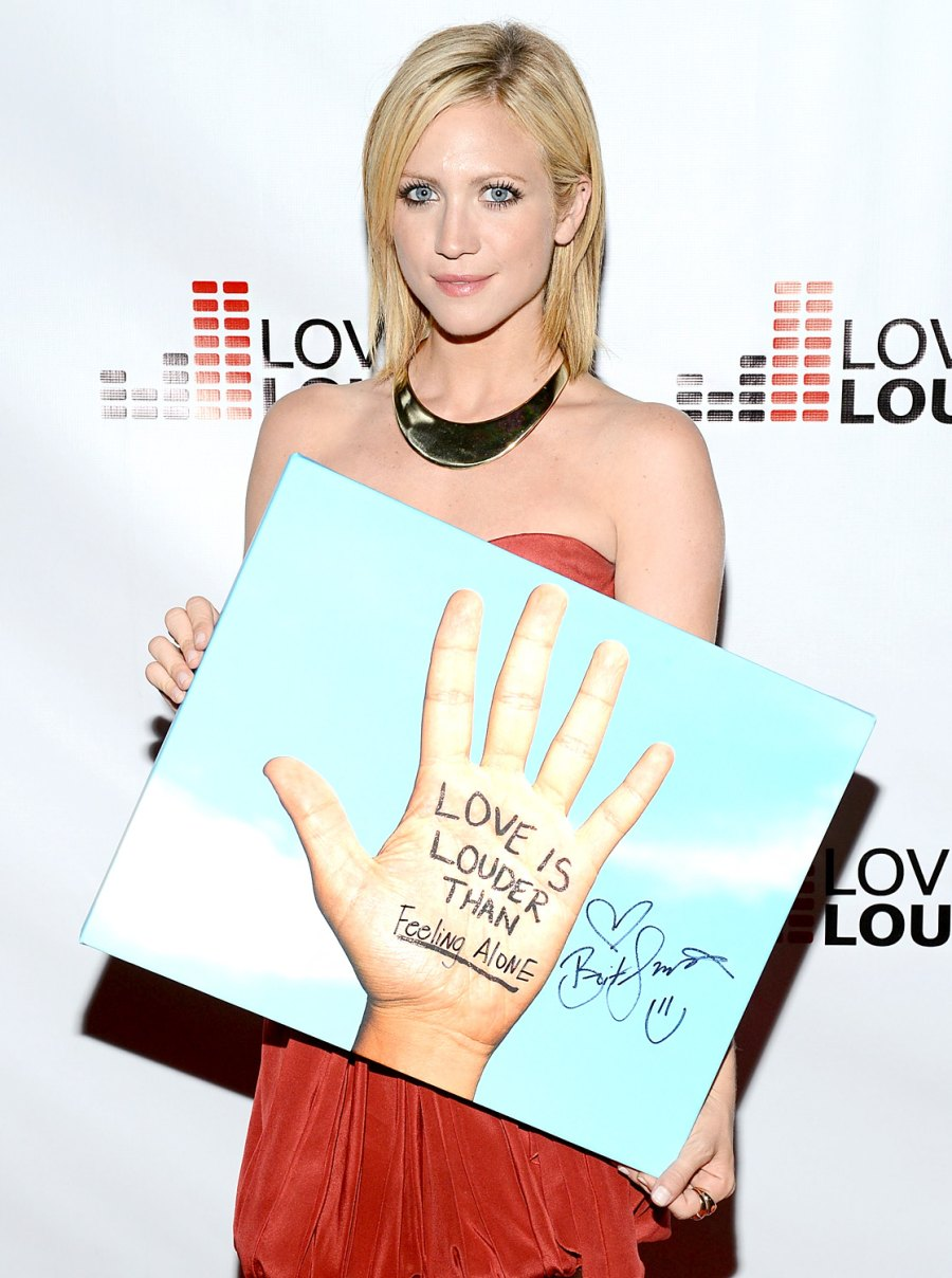 1379618304_brittany-snow-zoom