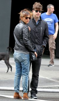 Rashida Jones and boyfriend Colin Jost in NYC on Oct 9