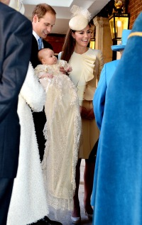 1382540130_prince-william-kate-middleton-baby-george-zoom