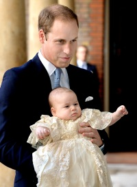 1382540209_prince-william-baby-george-zoom