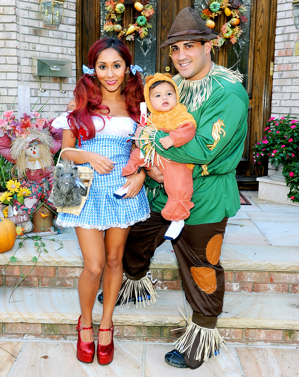 celebs in matching halloween costumes