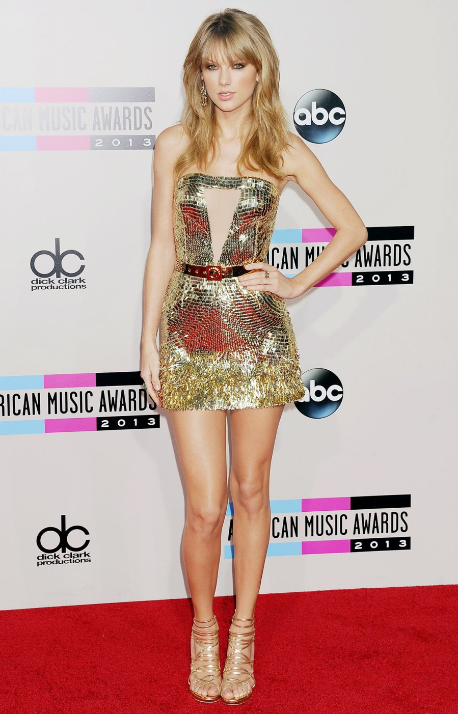 1386878657_taylor-swift-zoom-19