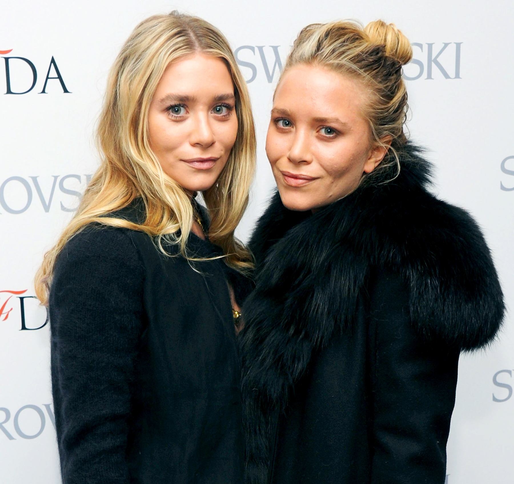Nothing says '90s like the Olsen twins! Mary-Kate and Ashley Olsen rose to fame as the thumbs-up giving beloved Michelle Tanner in the family sitcom Full House .
