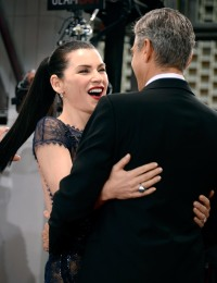 1394808453_julianna-margulies-george-clooney-zoom