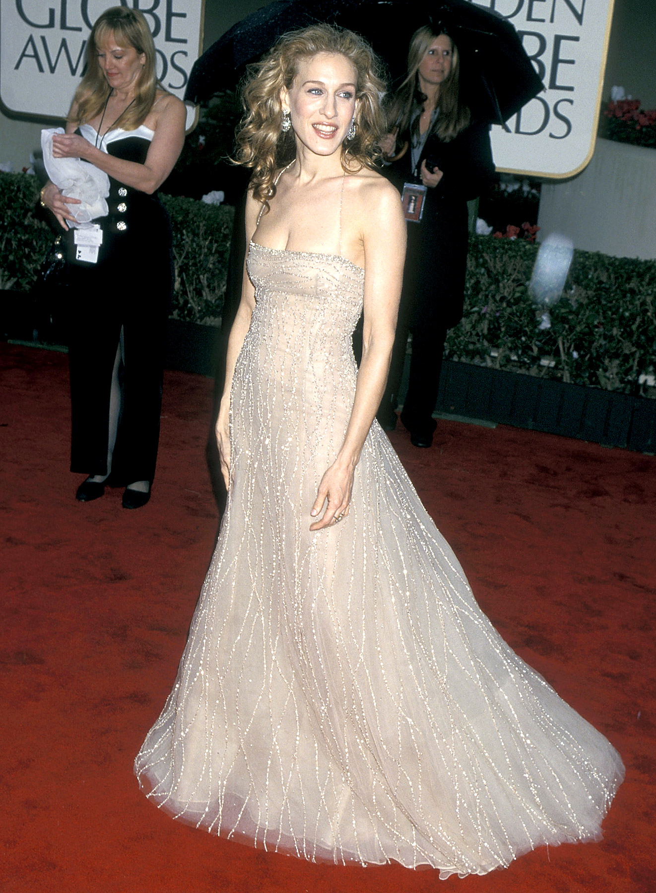 In a bedazzled, nude Richard Tyler gown, Parker accepted her first Golden Globe on Jan. 23, 2000, for her role as Carrie Bradshaw on Sex and the City . It ended up being one of her most memorable red carpet looks of all time.