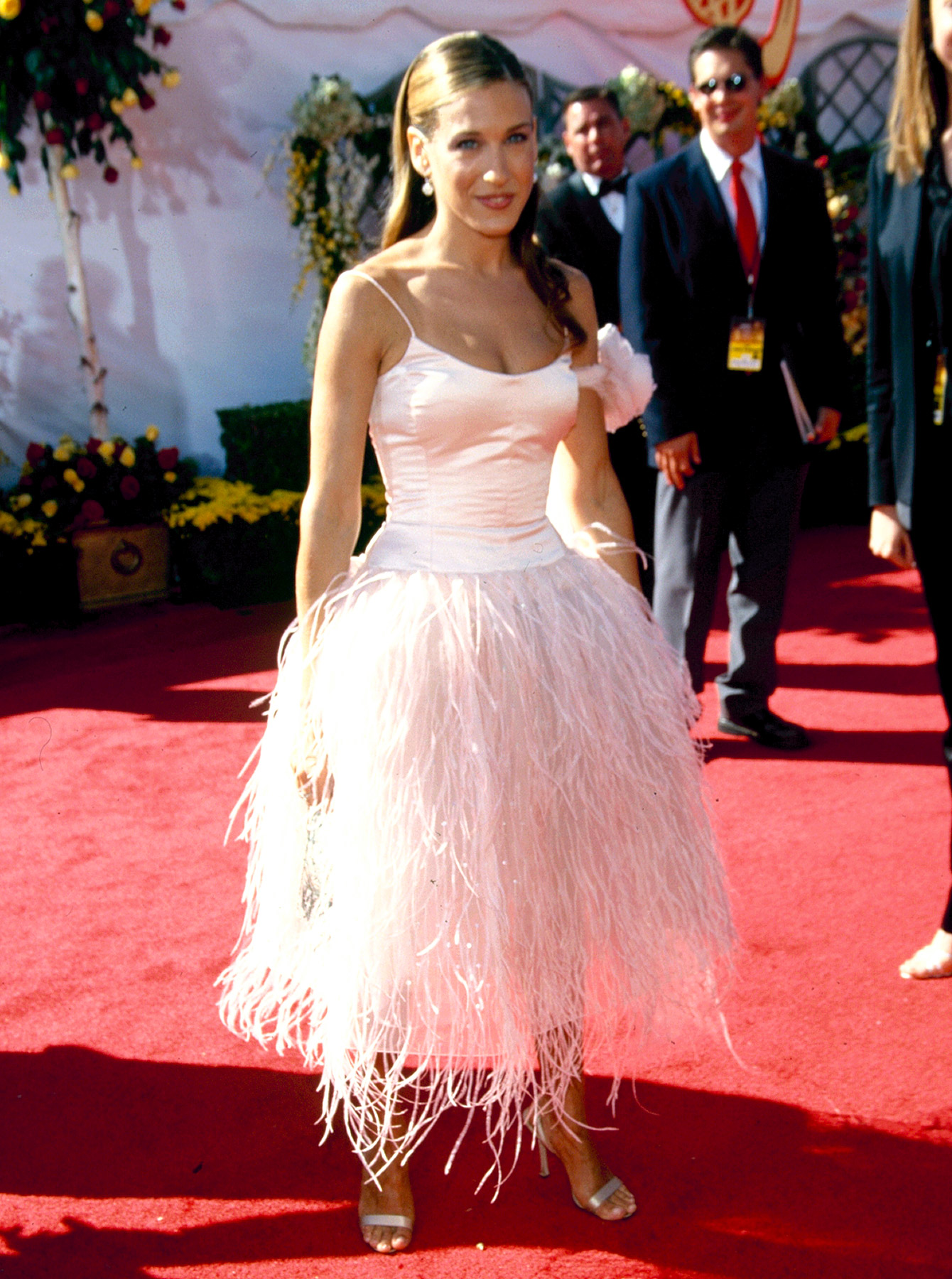 Playing off her her blush-colored ballerina skirt from the opening credits of her hit HBO show, Parker showed up to the 2000 Emmys (on Sept. 10) in a ballet-inspired Oscar de la Renta dress. She ended up losing out to Everybody Loves Raymond 's Patricia Heaton in the category of Outstanding Lead Actress, but no one forgot her red carpet look.