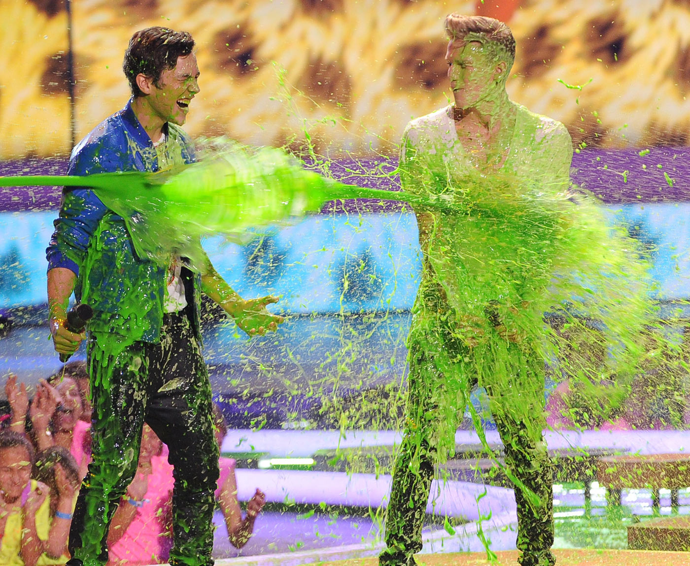 Even dreamy pop stars can't escape the slime! Crooners Austin Mahone and Cody Simpson were both hit with a strong blast of green goo while presenting onstage.