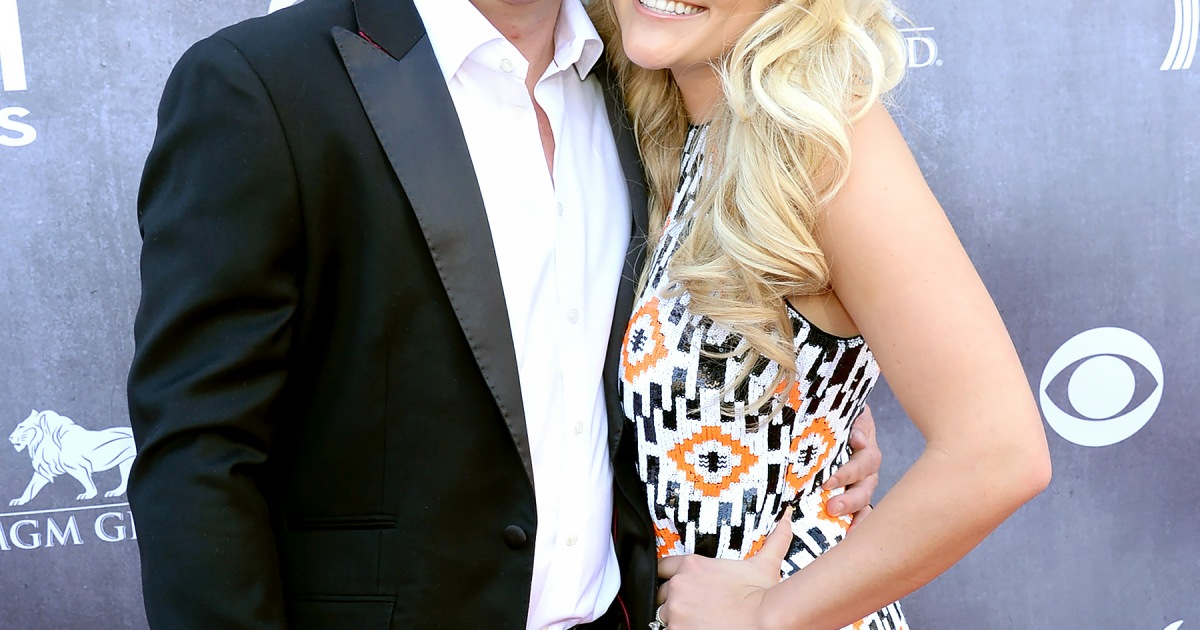 Jamie Lynn Spears Shows Off Wedding Ring On Acm Awards Red