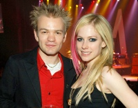 1398679733_80024100_deryck-whibley-avril-lavigne-zoom