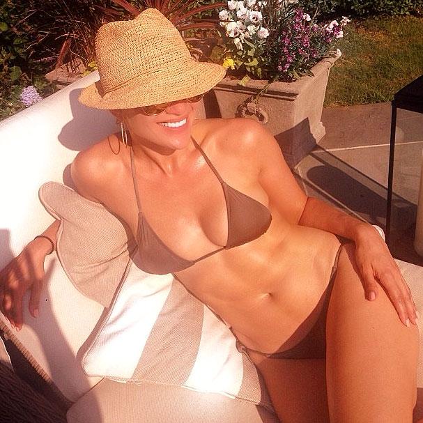 Jennifer Lopez Shares Bikini Body Picture in the Hamptons ...