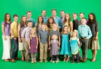 1409857181_the-duggars-zoom
