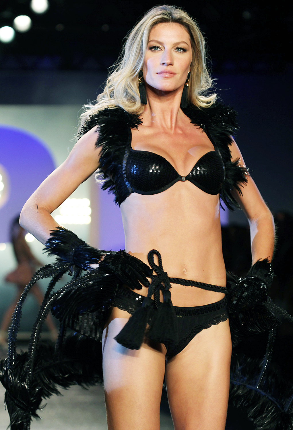 Geez, Gisele! The Brazilian supermodel has pocketed more than $386 million throughout her career, raking in $47 million alone in 2014, according to Forbes .