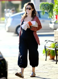 Rachel Bilson at the Belwood Bakery on October 3, 2014.