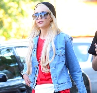 Amanda Bynes is seen with friends in Soho on October 6, 2014 in NYC
