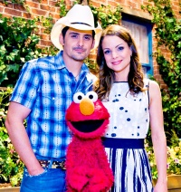 1415802568_brad-paisley-kimberly-williams-paisley-zoom