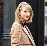 Taylor Swift wearing a gold headband in NYC on November 12, 2014.