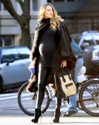 Blake Lively walking in NYC on Dec. 8, 2014.
