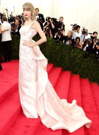 1418338232_taylor-swift-met-gala-zoom