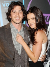1420218896_courtney-robertson-ben-flajnik-zoom