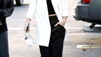 Kendall Jenner has lunch with friends at Johnny Rockets in Calabasas