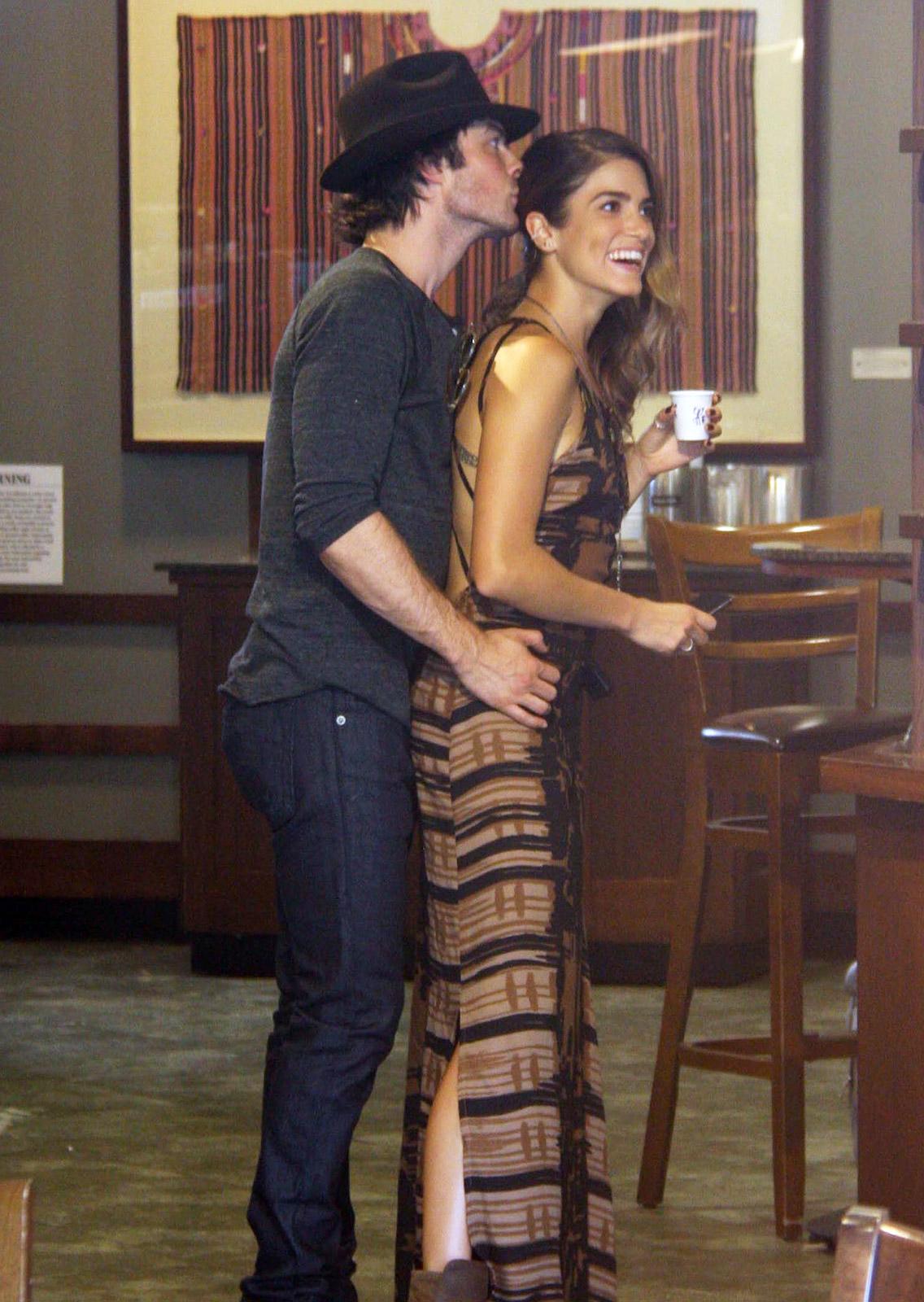 Awww! Ian Somerhalder și Nikki Reed și-au scos fetița la plimbare pentru prima dată   News   ZU TV