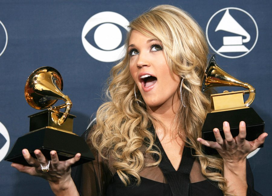 1423169891_carrie-underwood-zoom