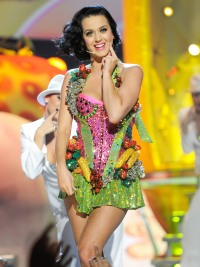 1423180528_katy-perry-zoom