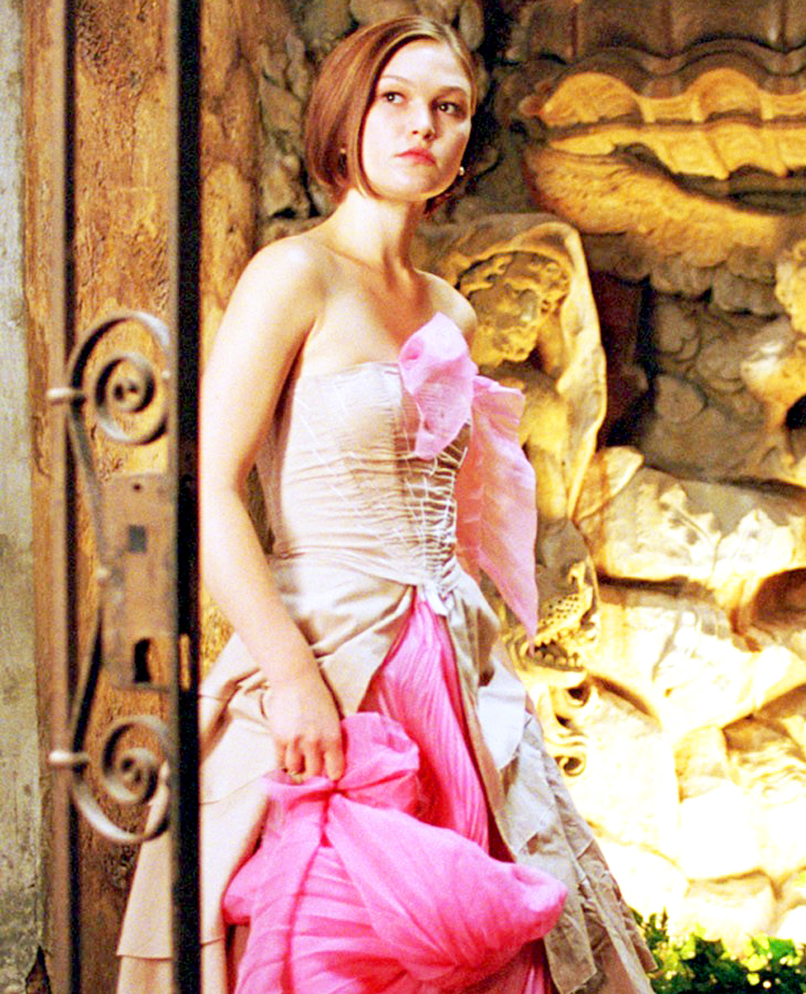 Hot on the heels of Save the Last Dance and the Bourne Identity , Stiles played Paige Morgan in 2004's the Prince and Me . The movie includes footage from 1955's To Catch a Thief , featuring Grace Kelly.