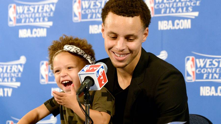 Stephen Curry with his daughter Riley during a press conference.