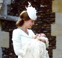 1436201644_kate-middleton-princess-charlotte-zoom