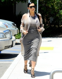 Kim Kardashian has lunch at Hugo's Restaurant with Kourtney and Khloe.