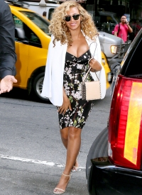 Beyonce's wears a skintight, revealing dress on a date night with Jay